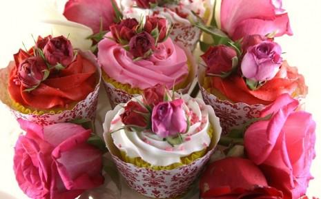 cupcakes-san-valentin-con-flores-comestibles
